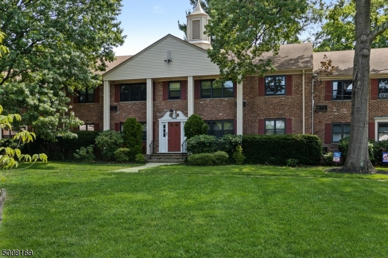 Photo of home for sale at 56 Sandra Cir, Westfield Town NJ