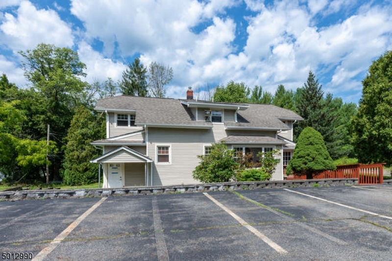 Photo of home for sale at 1433 UNION VALLEY RD, West Milford Twp. NJ