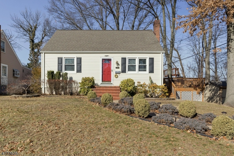 Photo of home for sale at 640 Fairfield Ave, Kenilworth Boro NJ