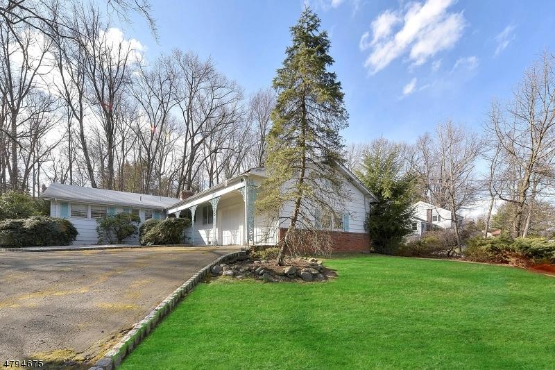 61 Hillcrest Dr Upper Saddle River Boro, NJ 07458 - MLS #: 3461842