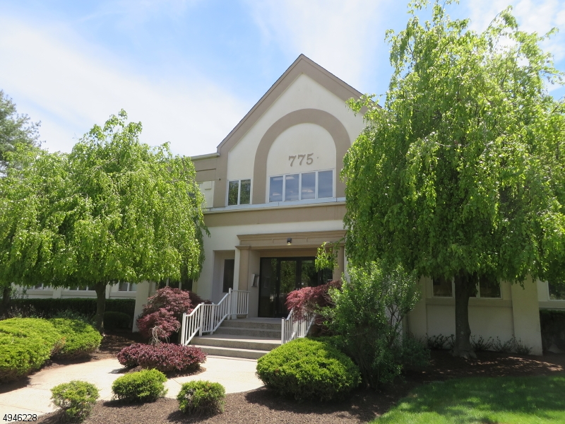 Photo of home for sale at 775 Mountain Blvd, Watchung Boro NJ