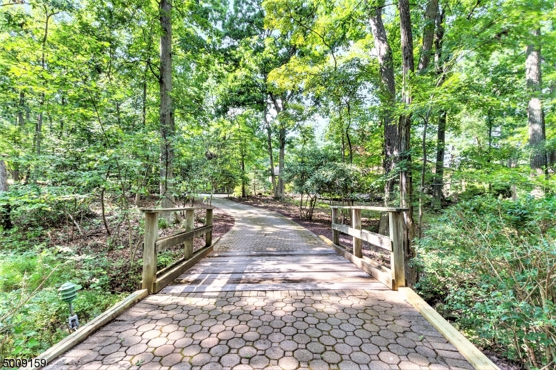 Photo of home for sale at 106 W OAKWOOD RD, Watchung Boro NJ