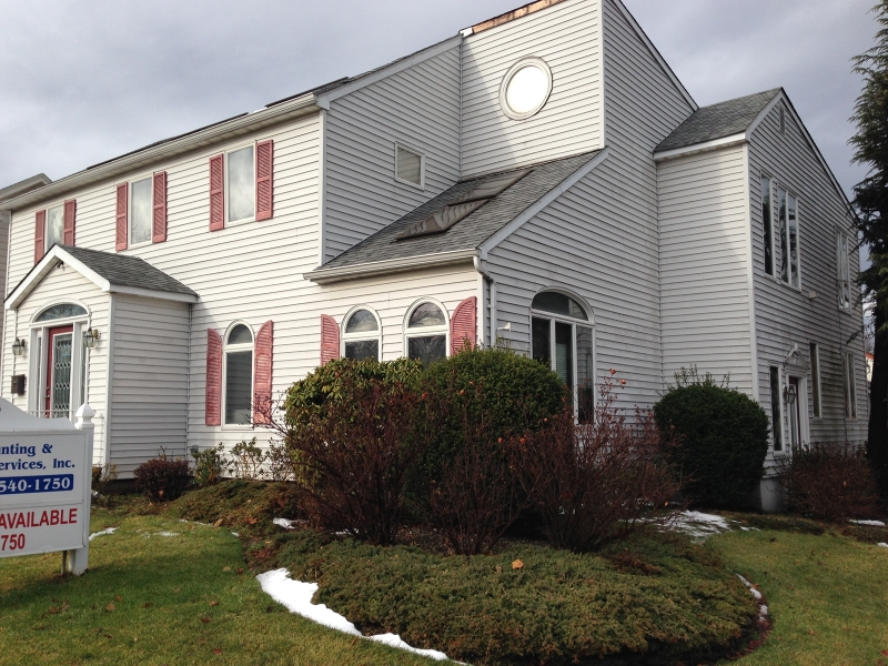 Photo of home for sale at 2376 ST GEORGES AVE, Rahway City NJ