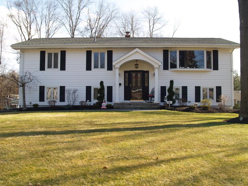 Property for sale at 19 Bunker Rd, East Hanover Township,  NJ 07936