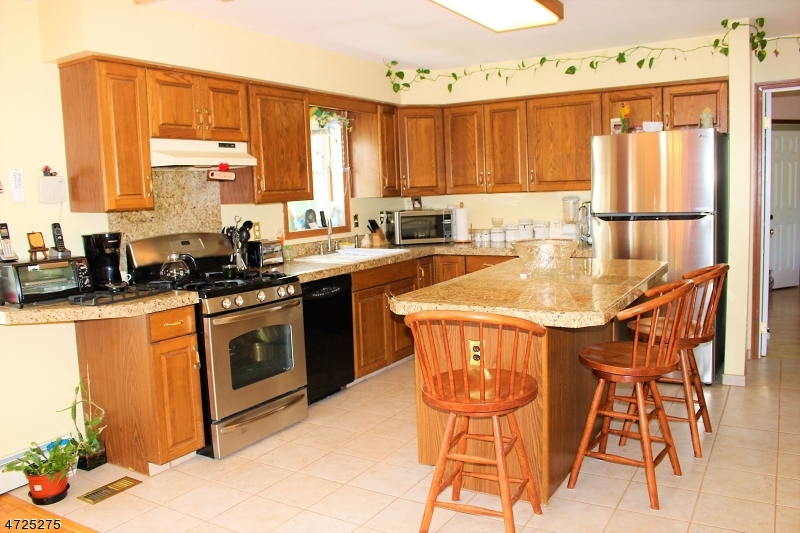 402 Pidgeon Hill Rd Wantage Twp., NJ 07826 - MLS #: 3398643