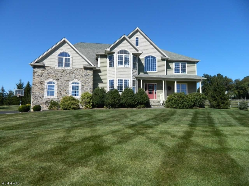 Photo of home for sale at 141 Parker Rd, Washington Twp. NJ