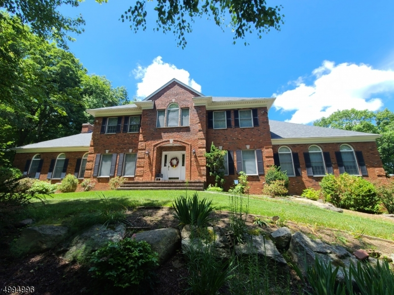 Photo of home for sale at 18 STONEHEDGE DR, Hardyston Twp. NJ