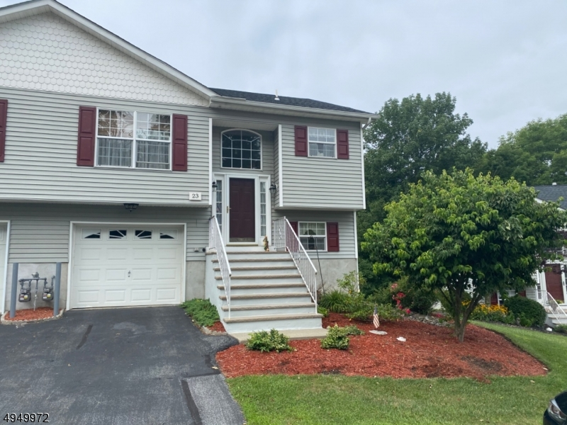 Photo of home for sale at 23 OAK POINT DR, Hamburg Boro