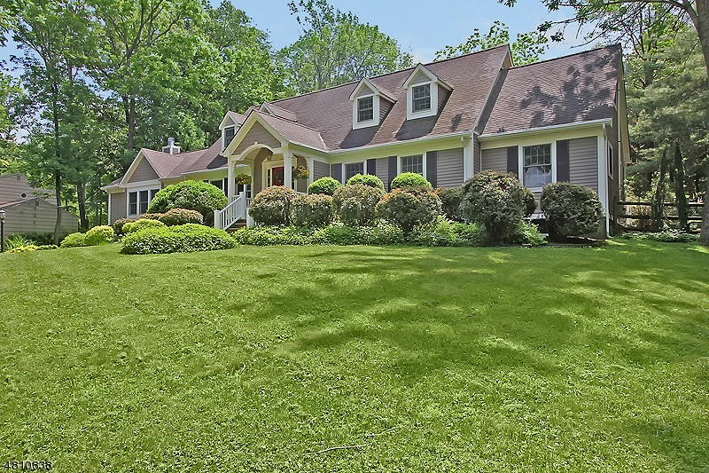 70 WOODGATE LN Long Hill Twp., NJ 07946 - MLS #: 3477644