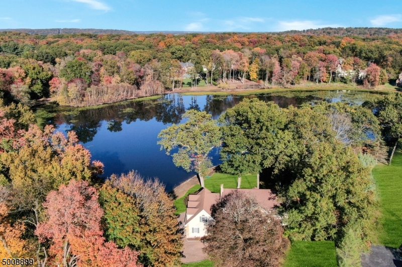 Photo of home for sale at 1045 LAKE DR, Franklin Lakes Boro NJ