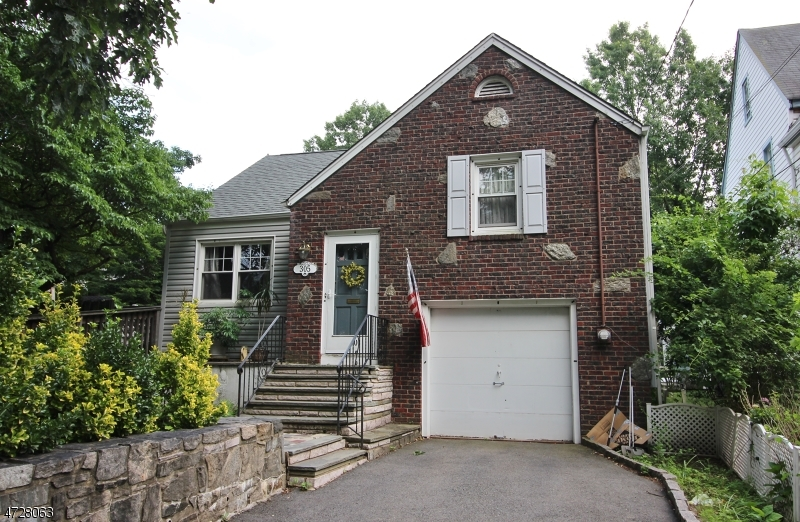 Photo of home for sale at 305 Kawameeh Dr, Union Twp. NJ