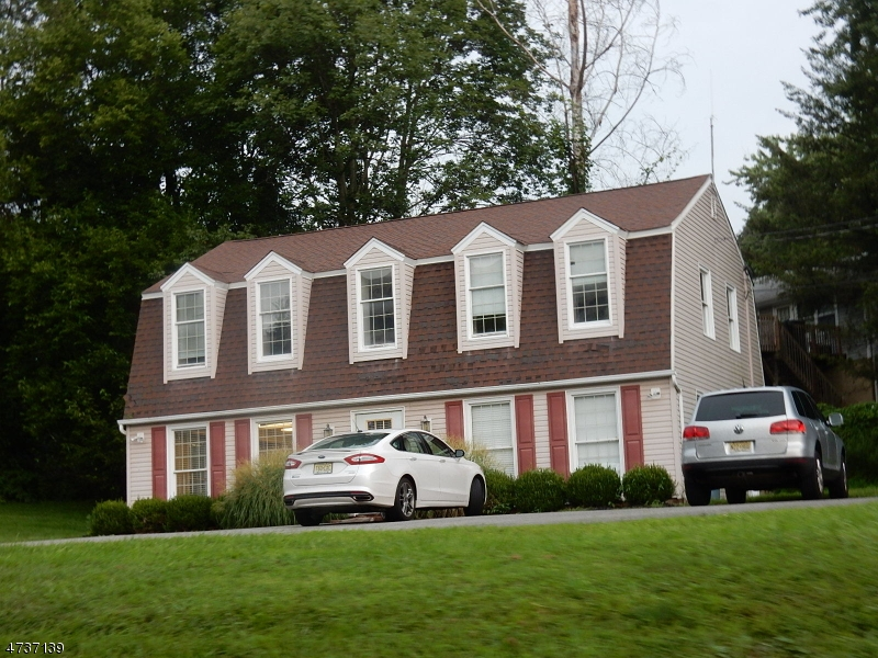Photo of home for sale at 114 W Main St, Clinton Town NJ
