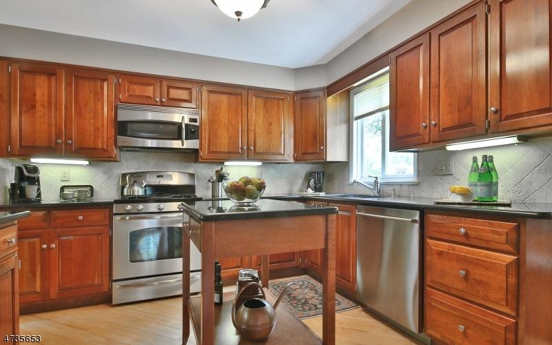 722 Woodland Ave Westfield Town, NJ 07090 - MLS #: 3422045