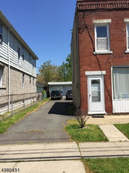Photo of home for sale at 1010 ROSELLE ST, Linden City NJ
