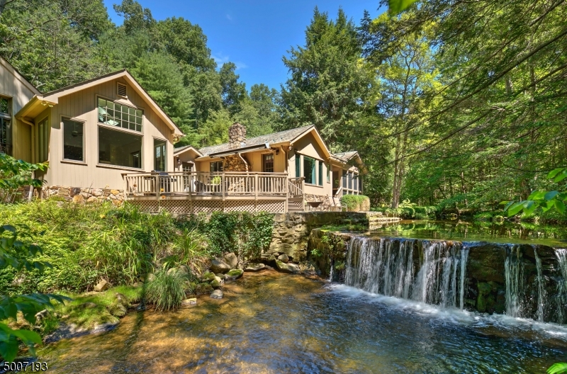 Photo of home for sale at 19 Sawmill Road, Tewksbury Twp. NJ