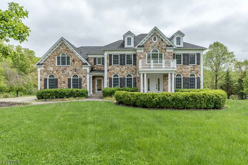 Photo of home for sale at 3 Acorn Ln, Clinton Twp. NJ