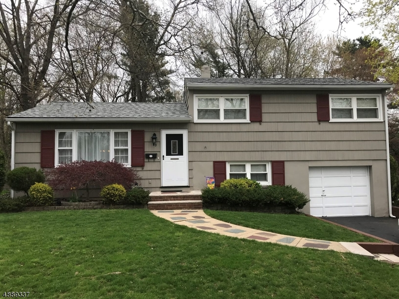 Photo of home for sale at 83 N GLENWOOD RD, Fanwood Boro NJ