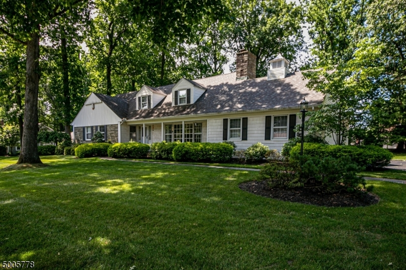 Photo of home for sale at 941 WYANDOTTE TRL, Westfield Town NJ