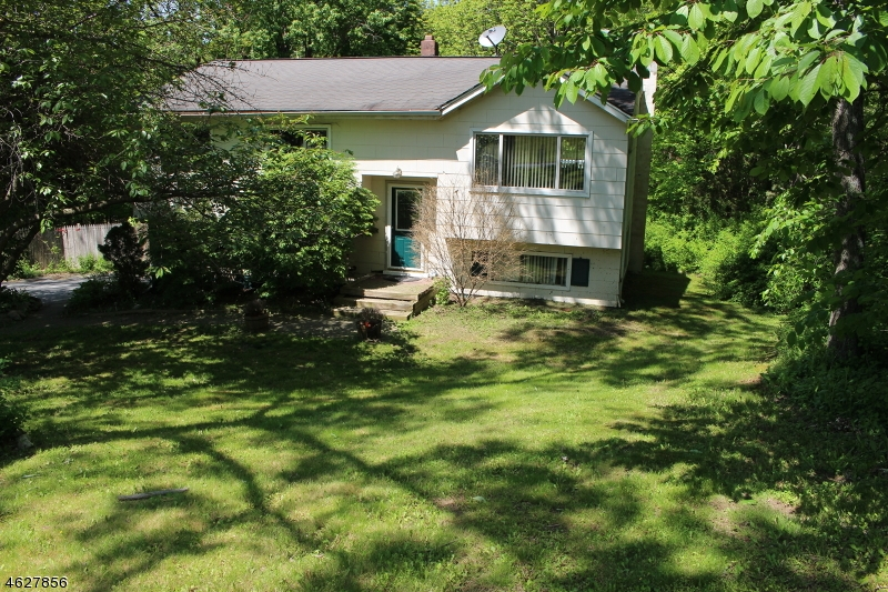 Photo of home for sale at 12 Grove Dr, Vernon Twp. NJ