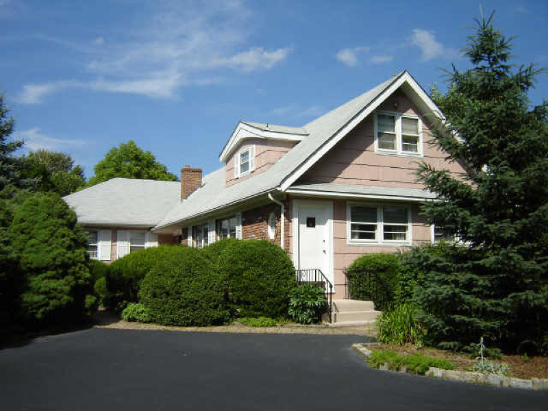 Photo of home for sale at 333 Walnut St, Livingston Twp. NJ