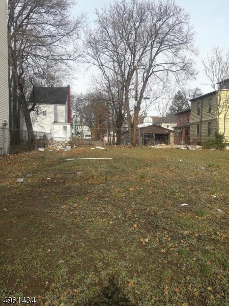 Photo of home for sale at 521 HAWTHORNE AVE, Newark City NJ