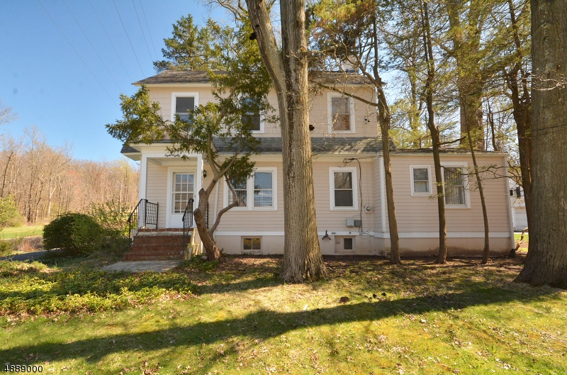 Photo of home for sale at 880 VALLEY RD, Watchung Boro NJ