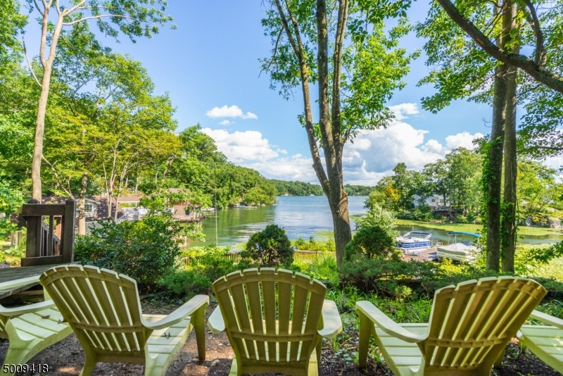 Photo of home for sale at 508 LAKESIDE AVE, Hopatcong Boro NJ