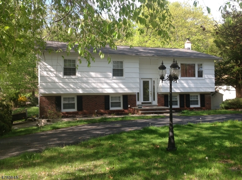 Photo of home for sale at 553 Rogers Dr, Roxbury Twp. NJ