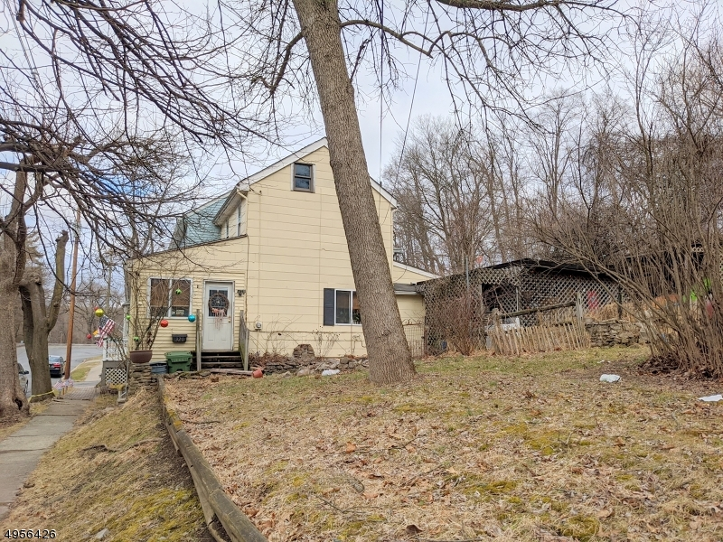 Photo of home for sale at 320 MARKET ST, Belvidere Twp. NJ