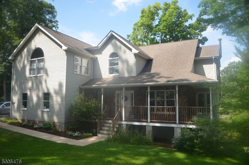 Photo of home for sale at 4 THE TRL, Hackettstown Town NJ