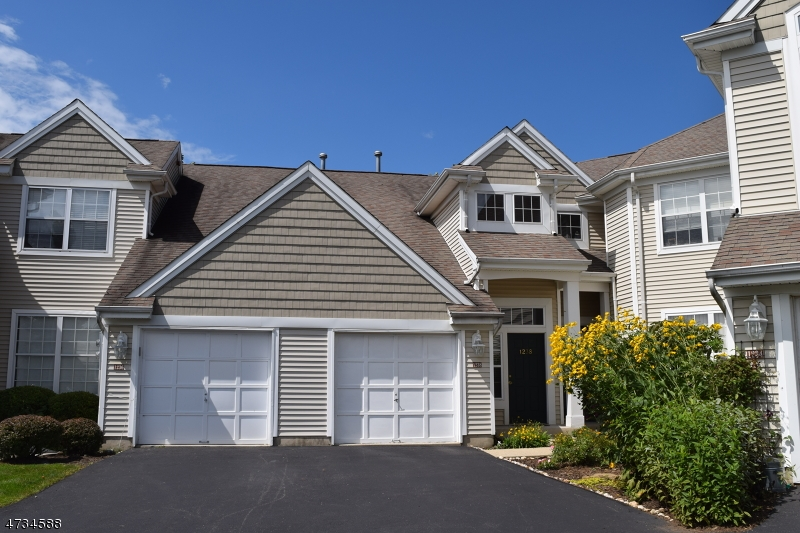 Photo of home for sale at 1236 Fairview Cir, Lopatcong Twp. NJ