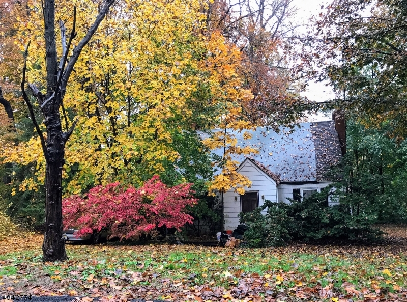 Photo of home for sale at 39 WOODCREST RD, Parsippany-Troy Hills Twp. NJ