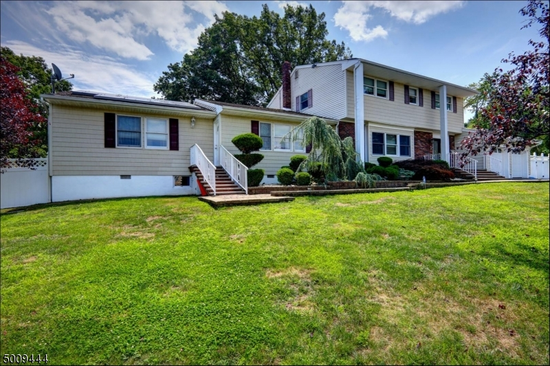 Photo of home for sale at 24 OAKWOOD DR, Sayreville Boro NJ