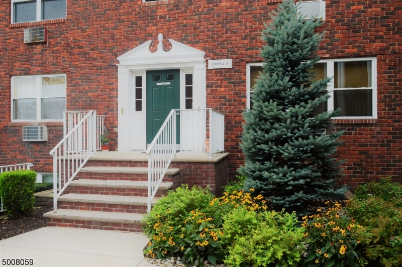 Photo of home for sale at 191 N BEVERWYCK RD, Parsippany-Troy Hills Twp. NJ