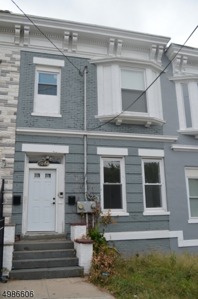 Photo of home for sale at 108 Peabody PL, Newark City NJ