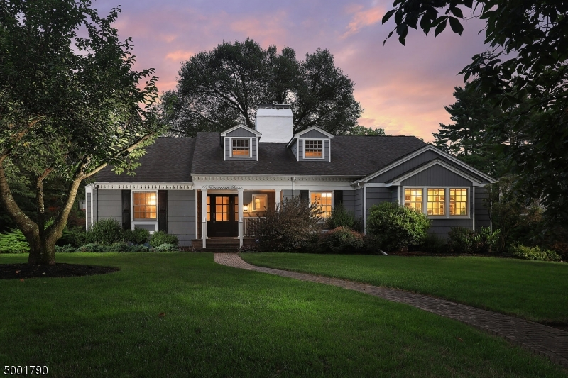 Photo of home for sale at 10 HAWTHORN DRIVE, Westfield Town NJ