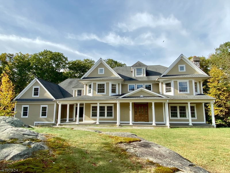 Photo of home for sale at 834 W Shore Dr, Kinnelon Boro NJ