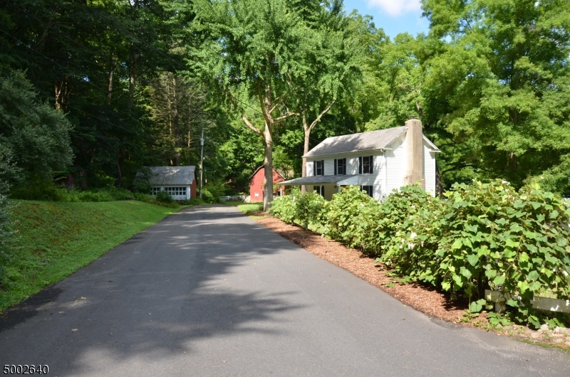 Photo of home for sale at 75 PAULINSKILL LAKE RD, Fredon Twp. NJ