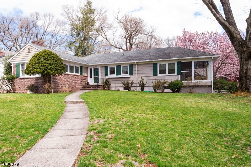Photo of home for sale at 309 N 5TH AVE, Edison Twp. NJ