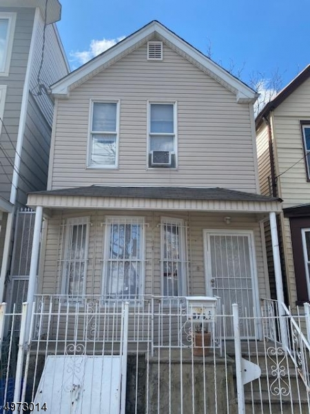 Photo of home for sale at 578 n 5th ST, Newark City NJ