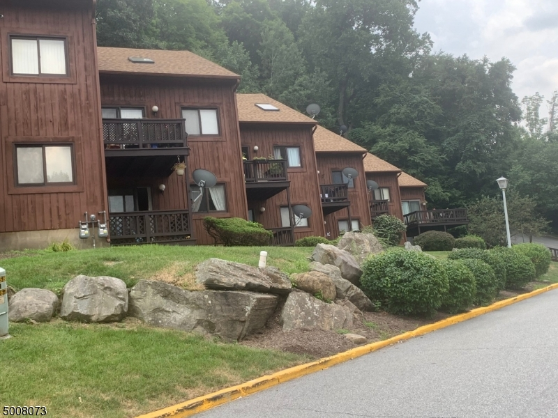 Photo of home for sale at 2 RED LODGE DR UNIT 10, Vernon Twp. NJ