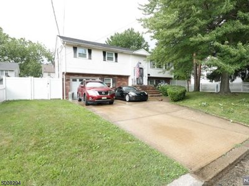Photo of home for sale at 253 ROOSEVELT ST, Teaneck Twp. NJ