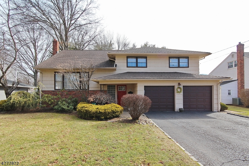 Property for sale at 34 Mohawk Dr, Springfield Twp.,  NJ  07081