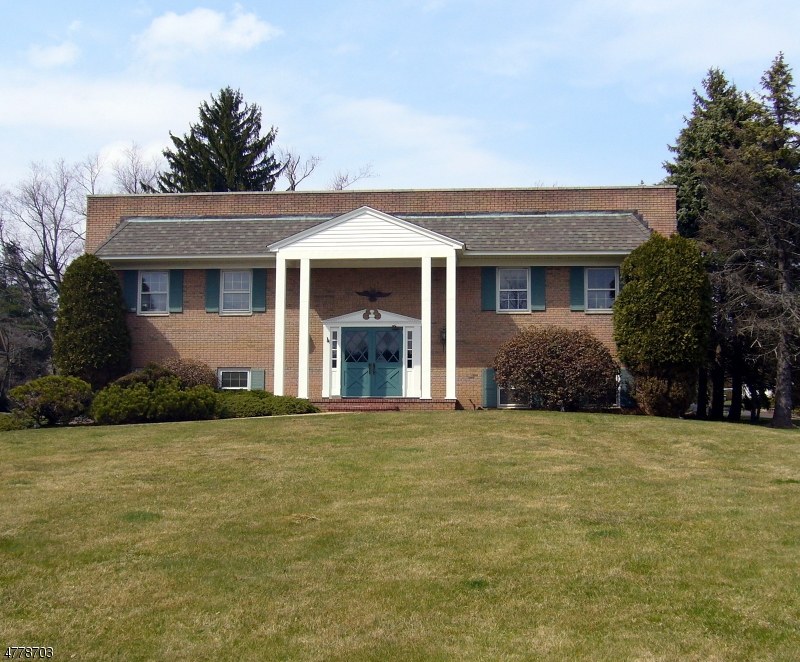Photo of home for sale at 744 Mountain Blvd, Watchung Boro NJ