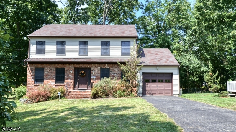 Photo of home for sale at 6 WYNNEWOOD RD, Livingston Twp. NJ