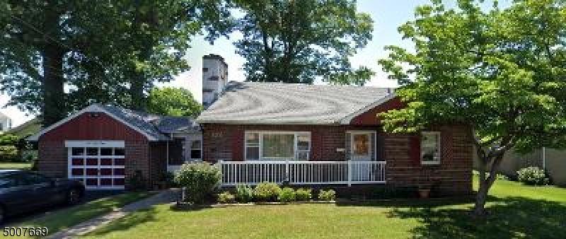Photo of home for sale at 138 WASHINGTON PL, Totowa Boro NJ