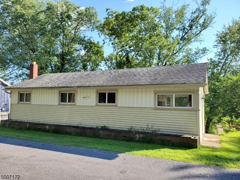 Photo of home for sale at 487 RIVER RD, Pohatcong Twp. NJ