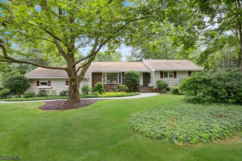 Photo of home for sale at 9 EDGEWOOD RD, Allendale Boro