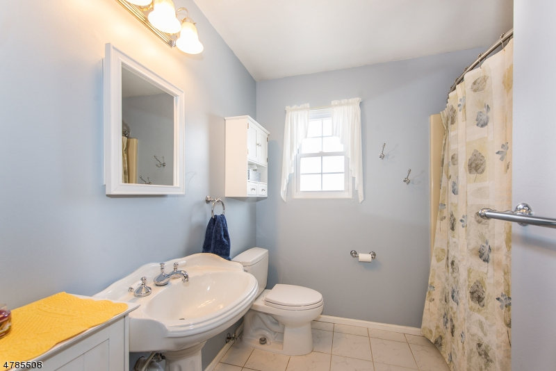 171 Zwolak Ct South Plainfield Boro, NJ 07080 - MLS #: 3453359