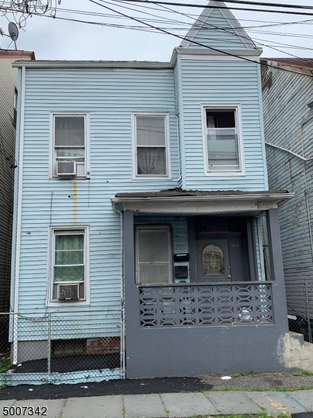 Photo of home for sale at 408 GRAHAM AVE, Paterson City NJ